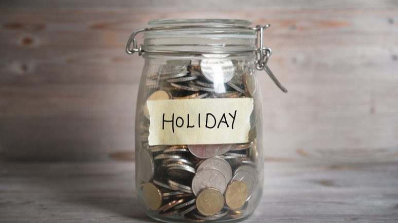 How is holiday pay calculated in a redundancy process?